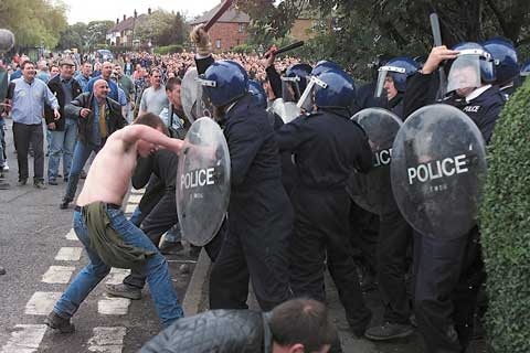 http://www.artinliverpool.com//wp-content/uploads/2009/09/battle_of_orgreave_03.jpg