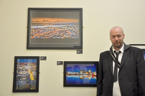 Pete Carr with his photographs.   Photo © Minako Jackson