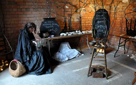 Elizabeth Willow and her Mechanical Tombola