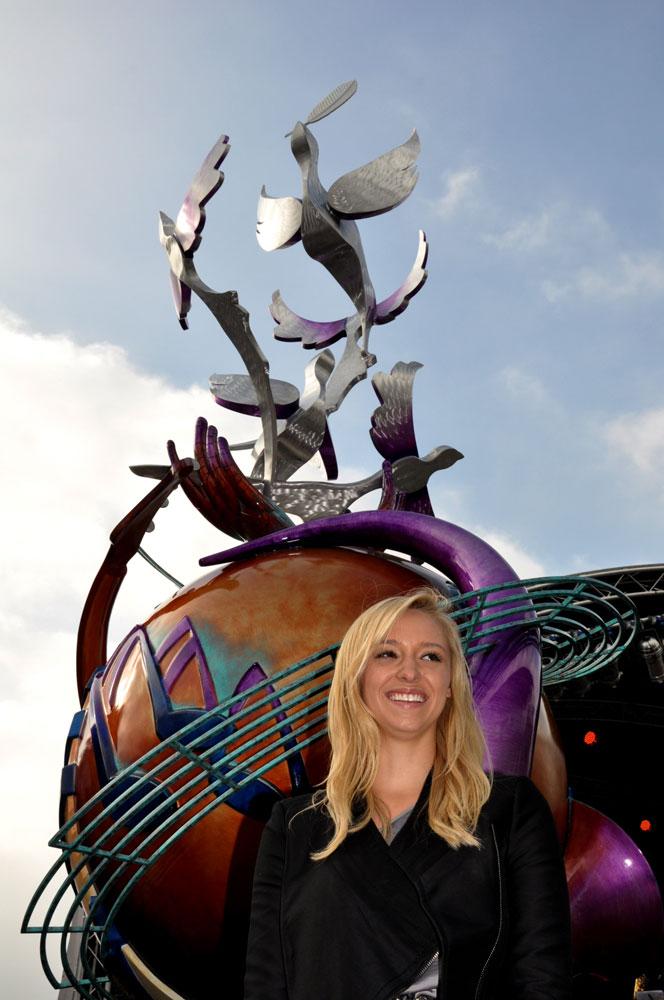 The memorial and artist Lauren Voiers © Minako Jackson