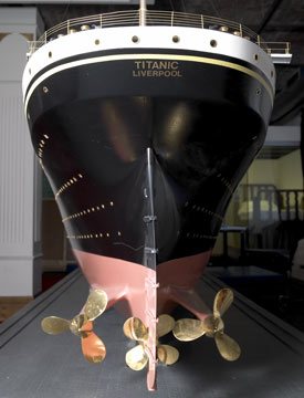 titanic_model_back