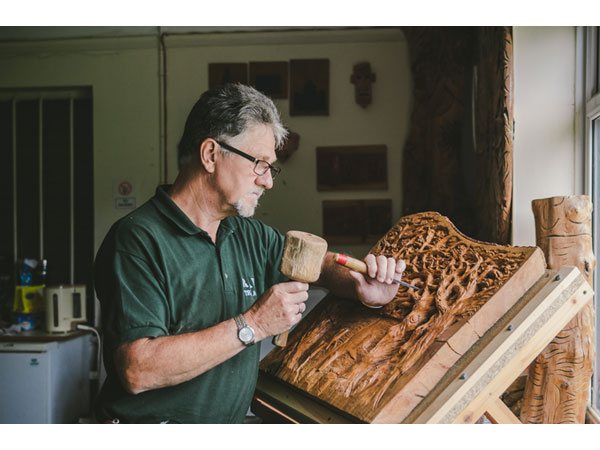 Lark Lane Art Works: Wood Carver Roy Bouffler