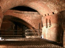 Williamson Tunnels: dot-art, Sketching in the Tunnels